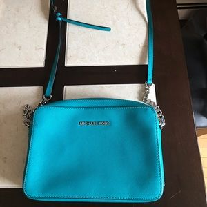 Blue Michael Kors jet set crossbody purse